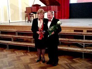 Gerenday Ágnes, a KÓTA Művészeti Bizottságának elnöke és Dinnyés István, az Angyalföldi Láng-Acélhang Férfikar tagja