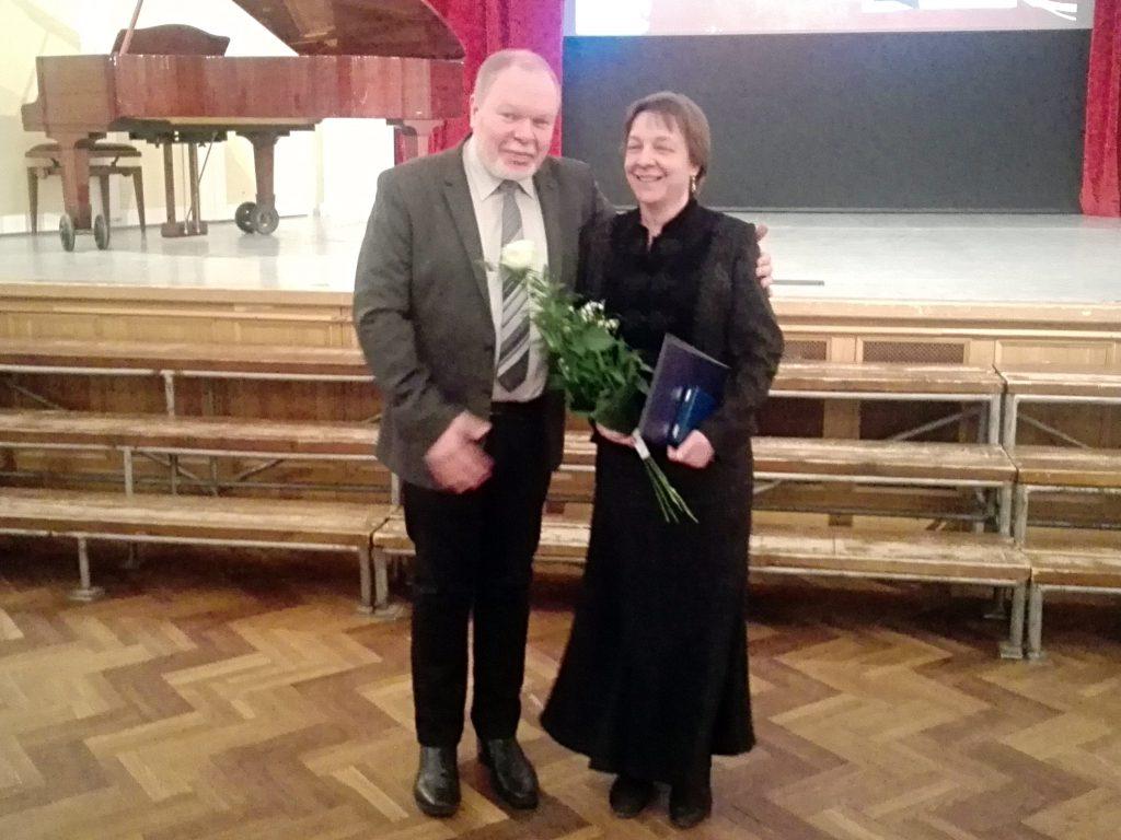 Somogyváry Ákos, a KÓTA Tanácsadó Testületének elnöke és Erdélyi Ágnes, KÓTA-díjas karnagy
