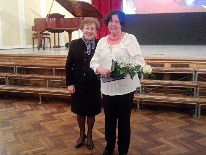 Hartyányi Judit, a KÓTA elnökségi tagja és Hoffmann-né Kemenes Vera, KÓTA-díjas karnagy