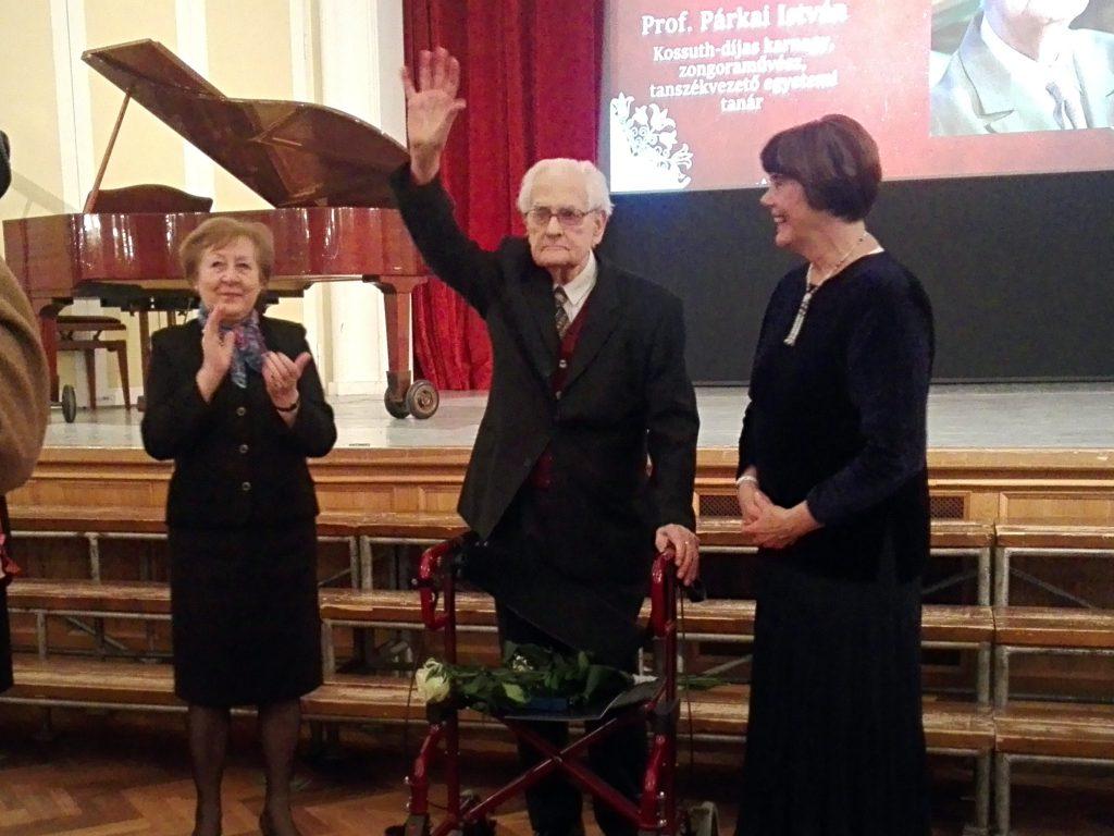 Hartyányi Judit, a KÓTA elnökségi tagja. prof. Párkai István, KÓTA-nagydíjas karvezető és Mindszenty Zsuzsánna, a KÓTA elnöke